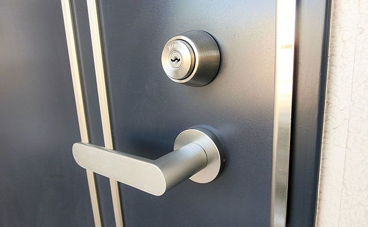 買主様にお渡しする鍵は鍵交換して渡すんですか?