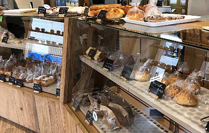 美味しそうなパンがずらりと並んでいます(^^)/