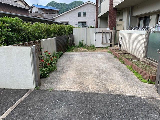 庭と駐車場