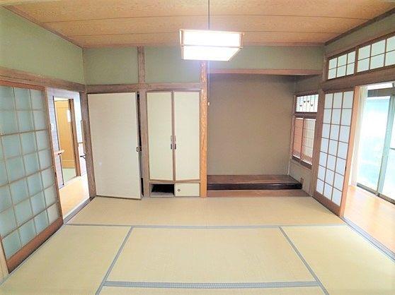 床の間、広縁のある趣きのある和室