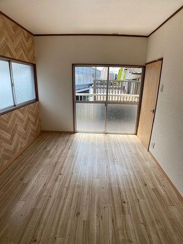 窓が多く室内が明るいです(*^▽^*)