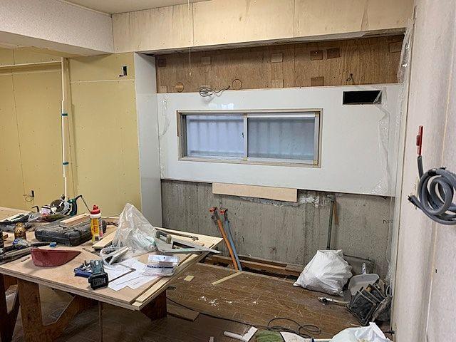 古いキッチンを撤去して新しいキッチンを新設します(^^)/