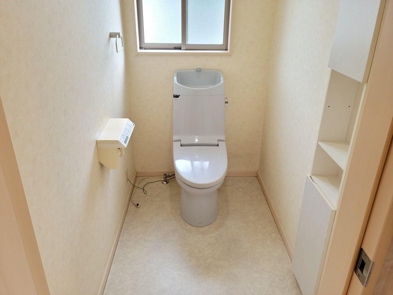 1階と2階にトイレがあります。便利ですね。窓もあるので換気もしっかりできます。