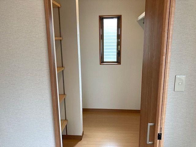 収納が豊富で室内を広く利用できます。