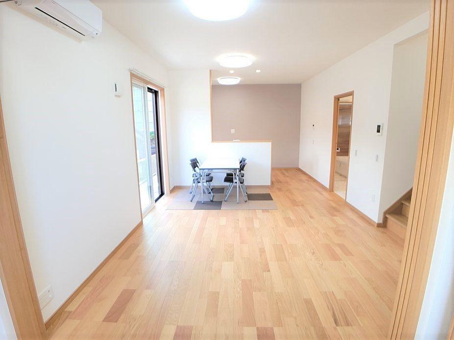 陽当たりが良く室内が明るいです。家具なども配置しやすい間取りになっています。