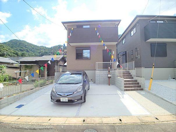 新築戸建て住宅です。敷地内車が数台停められます。