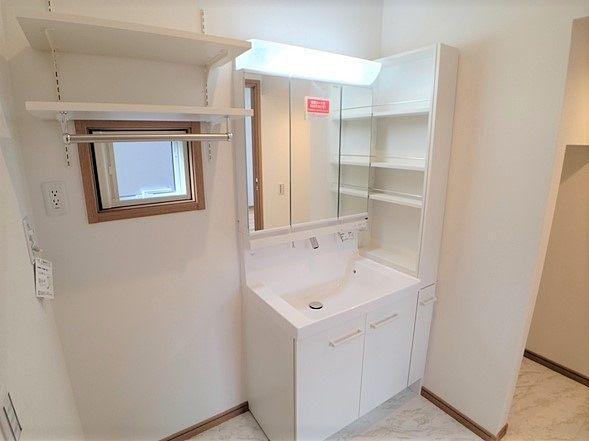 収納力高めの洗面化粧台です。