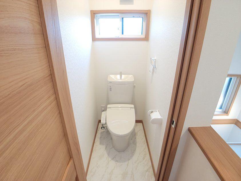 2階のトイレにもウォシュレットが付いています。