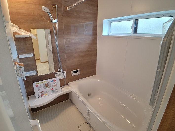 浴室乾燥暖房機付き。