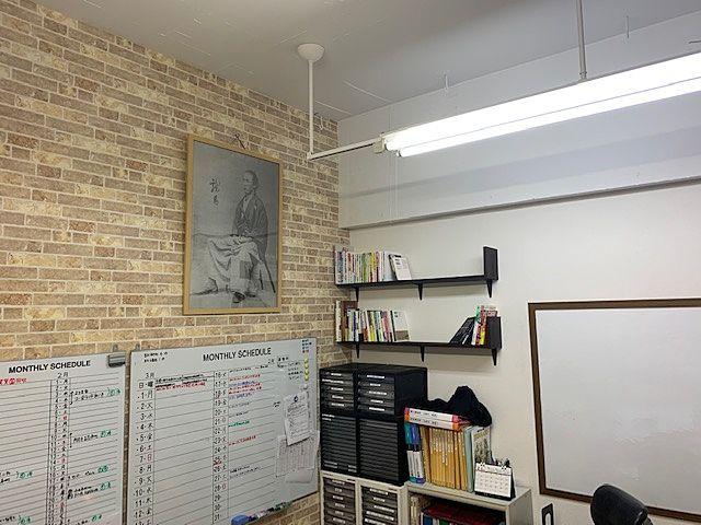 不動産業界の坂本龍馬を目指してるぜよ‼事務所に坂本龍馬大先生の写真を飾らせてもらっています(^^)/